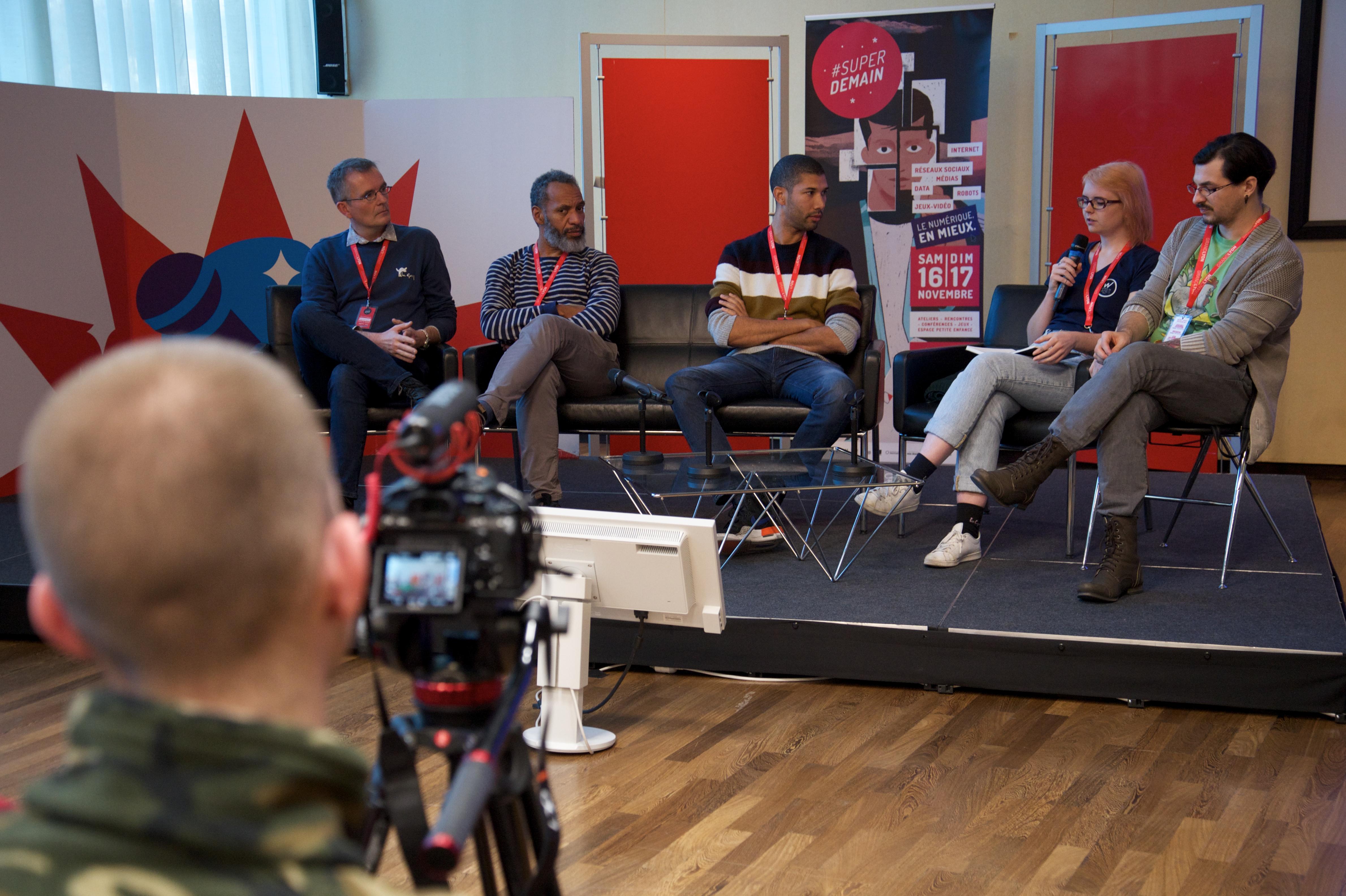 Photo : table ronde Comment les jeux vidéo captivent les joueurs ? à Superdemain 2019 - Crédit Photo : (c)Loïc Benoit
